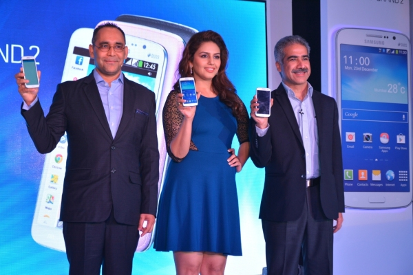 Mr. Vineet Taneja, Country Head - Mobile and IT, Samsung India and Mr. Manu Sharma, Director - Mobile, Samsung India launching GALAXY GRAND 2 with Bollywood actor Huma Qureshi in Mumbai.